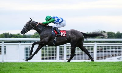 2C8DK3K Blue Cup ridden by Ryan Moore win The Imber Court Handicap at Sandown Park Racecourse.